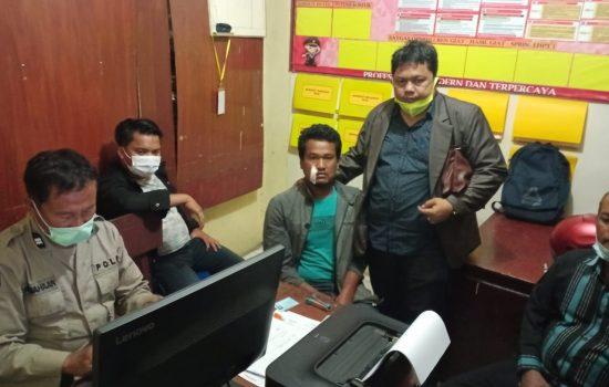 Kuasa hukum sora lebbuh Alam Suin Berutu, SH., MH saat mendapingi korban Adi Matanari di Polsek Sukaramai