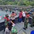 Menata Keramba Jaring Apung di Danau Toba