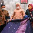 Nawal Ajak Dekranasda Beli dan Gunakan Kain Tenun Daerah Sebagai Baju Dinas
