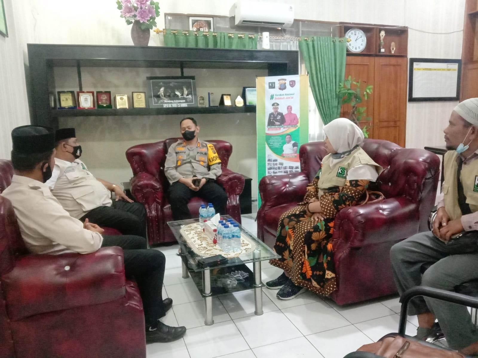 Kapolres Dairi dan Ketua MUI Sambut Hangat Rombongan Tour Sedekah KSJ